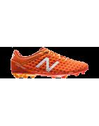 Buty piłkarskie New Balance: korki, halówki, turfy